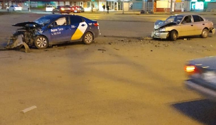 Двое в больнице. Челябинец пытался скрыться от ДПС на угнанной машине и врезался в такси ВИДЕО