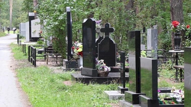 Погосты закрыты. В Родительский день все кладбища в Челябинске оцепят полицейские