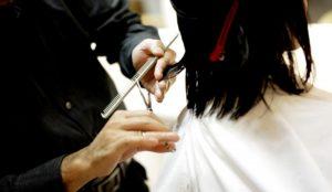 Подстричься и покраситься. На каких условиях открыли салоны красоты