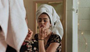 Трюки от мастеров красоты. Как улучшить внешность, не выходя из дома