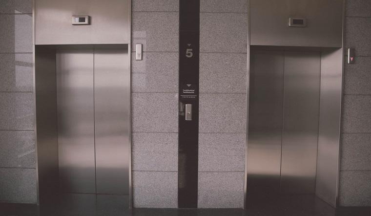 Инфекция в подъезде. Можно ли подхватить коронавирус в лифте