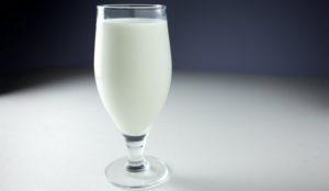 Пить или не пить? Ученые сообщили всю правду о молоке