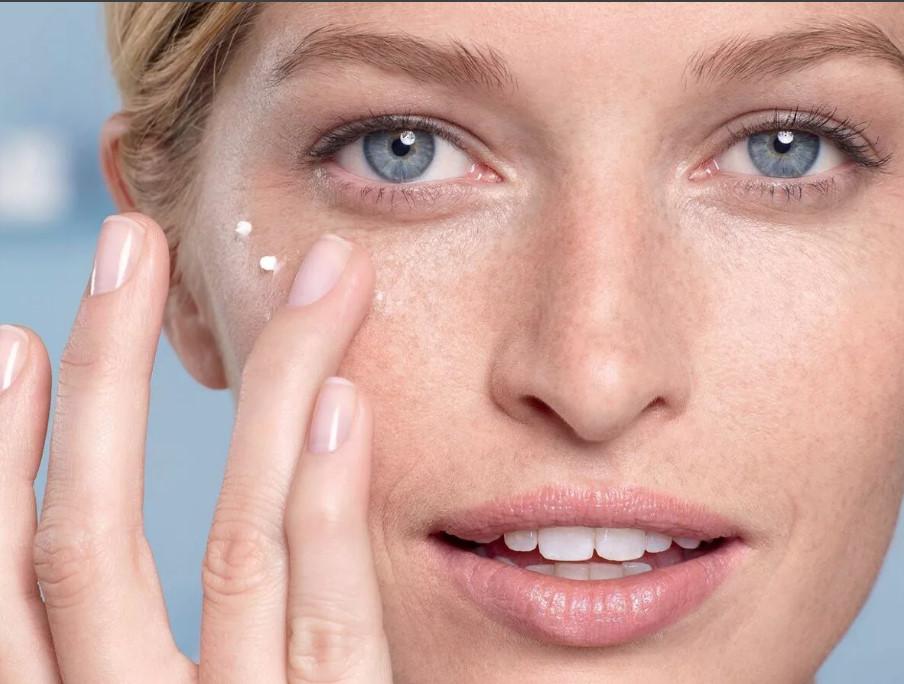 Лучше сидите дома. 5 бесполезных бьюти-процедур, навязанных косметологами