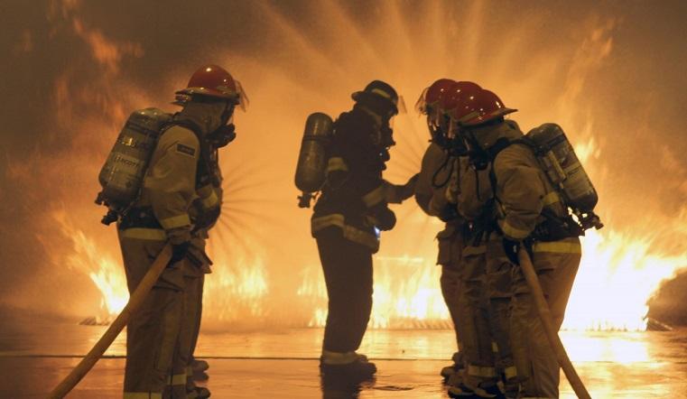 Пламя и дым столбом. Ночной пожар напугал жителей Магнитогорска