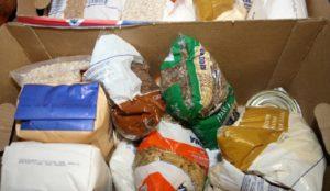 С доставкой на дом. Южноуральские пенсионеры получили продуктовые пакеты