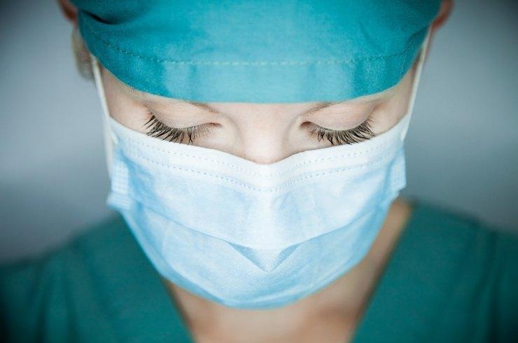 Заболели десятки врачей и беременная медсестра. На Урале нашли коронавирусный город