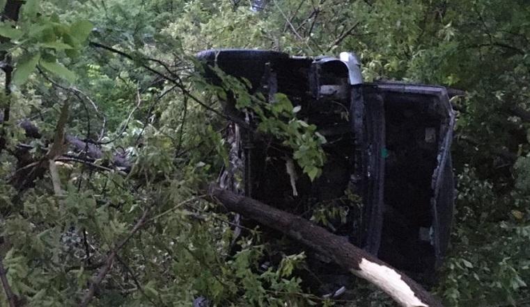 Водитель чудом выжил. Внедорожник на большой скорости слетел с дороги под Челябинском