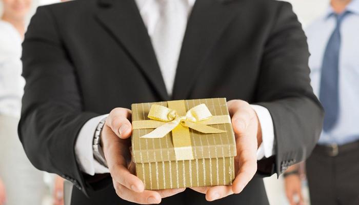 Корпоративные подарки: зачем они нужны и какие выбрать?
