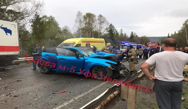Кузов в хлам. Джип влетел под грузовик на трассе в Челябинской области