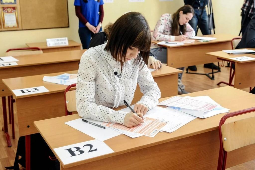Правила проведения ЕГЭ 2020: школьникам измерят температуру и рассадят зигзагом