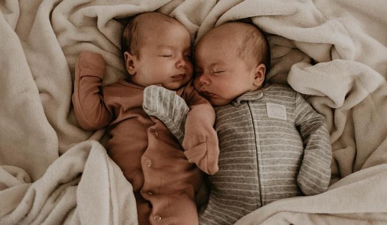 Счастливый май. На Урале за один месяц родились 28 пар двойняшек