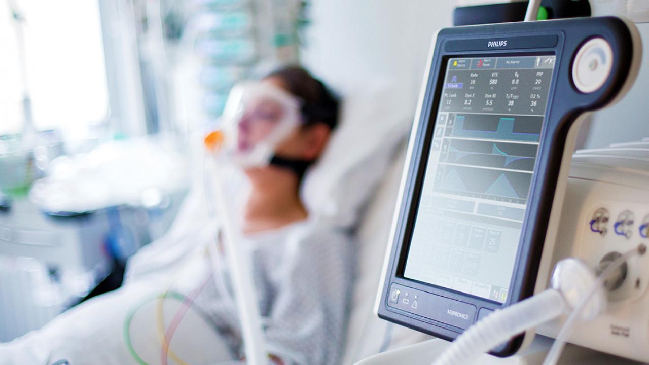 Понадобились аппараты ИВЛ. Коронавирус в Челябинской области унес жизнь еще 2 пациентов