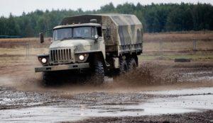 Водители в погонах. В Челябинске прошли учения в честь Дня военного автомобилиста