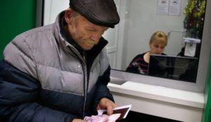 Старик и горе. На Урале бездомный мужчина получил свой первый паспорт в 70 лет