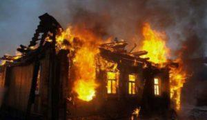 Случайные прохожие спасли 4 детей при пожаре на Урале