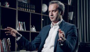 Бывший вице-премьер и глава фонда «Сколково» Аркадий Дворкович назвал профессии, которые будут востребованы на рынке труда после стабилизации ситуации с коронавирусом.