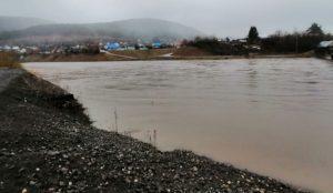 Затоплены дома и огороды. Уровень воды в реках на Урале резко поднялся