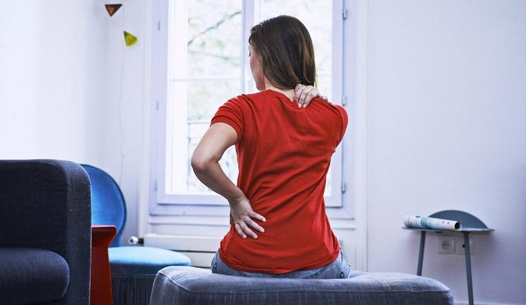 Боли в спине. Ученый рассказал, может ли коронавирус поразить позвоночник