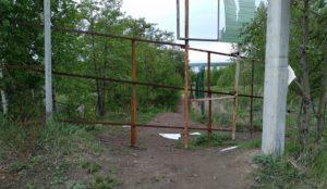 Забор и колючая проволока. «Народный» пляж на Урале закрыли от людей
