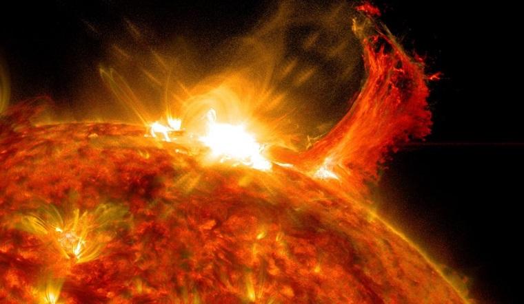 Магнитные бури 2020. Самая мощная за 3 года вспышка произошла на Солнце ВИДЕО