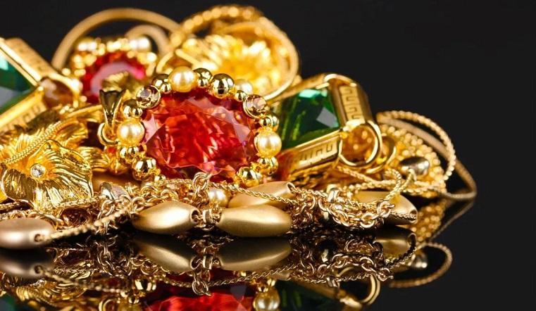 Золото или серебро. Ученые рассказали о вредных для здоровья украшениях