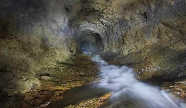 В длину как две горы. Уральские диггеры сделали впечатляющие фото подземной реки