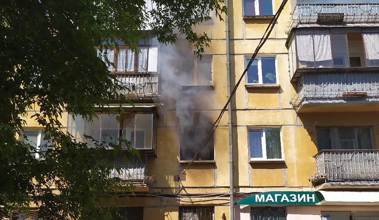 Прохожие спасли 4 детей и кошку. На Урале за считанные минуты выгорела квартира