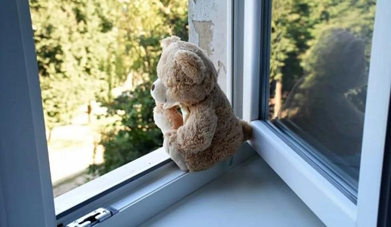 Разбилась насмерть. На Южном Урале 3-летняя девочка выпала из окна