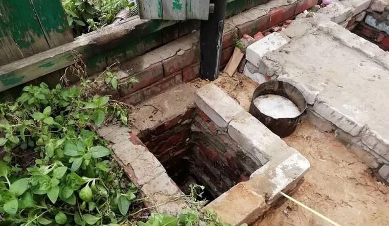 Утонул в выгребной яме. Маленький ребенок погиб в Челябинской области