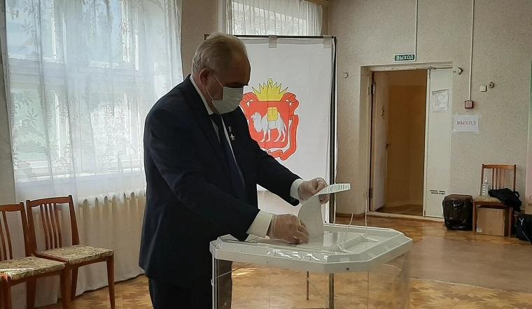 «Это касается каждого». Герой Труда в Челябинской области проголосовал за поправки в Конституцию