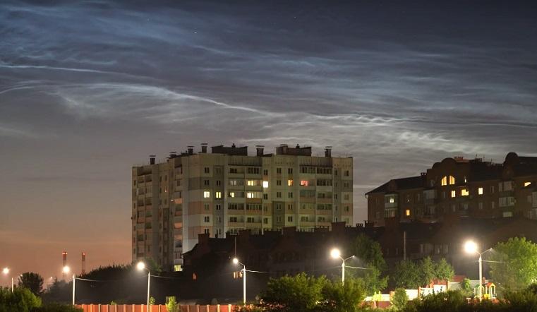 Таинственное свечение. Южноуральцы сняли на видео редкие серебристые облака