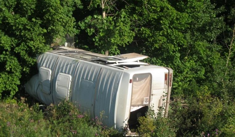Автобус с вахтовиками из Челябинской области перевернулся на трассе