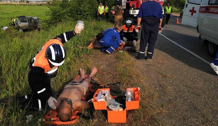 Понадобилась помощь спасателей и спецтехника. 2 человека пострадали в ДТП на Южном Урале