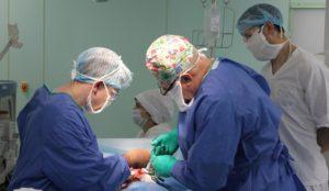 Работали «вслепую». Челябинские врачи удалили у ребенка гигантскую опухоль