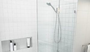 Как установить шторку для ванны своими руками