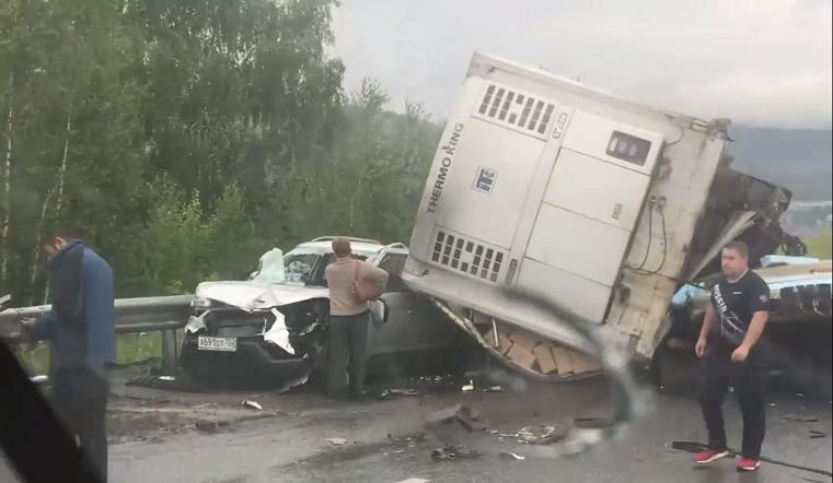 Страшное зрелище. Авария на трассе М5 унесла жизни нескольких человек ВИДЕО