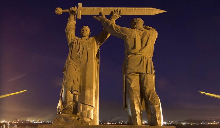"""Историческое событие. Два южноуральских промышленных центра удостоены звания """"Город трудовой доблести"""""""