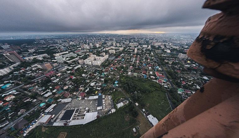 Над бездной. Руферы в Челябинске устроили опасную фотосессию на радиомачте