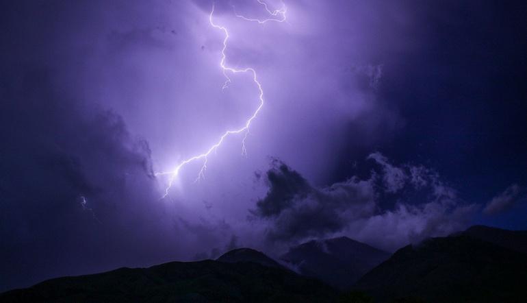 Как в тропиках. Урал остается под властью штормовой погоды