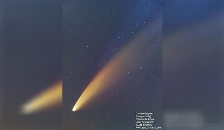 Диаметром 5 км. Над Землей пролетает комета с тремя хвостами
