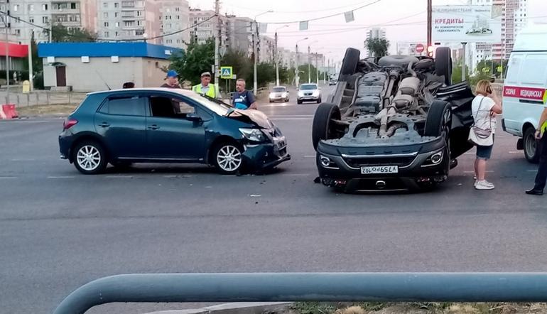 Заблудился на перекрестке. Авария с перевертышем на Южном Урале попала на ВИДЕО