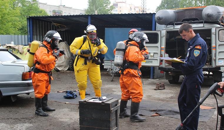 Танцы в противогазах. Спасатели Южного Урала покорили сеть зажигательным видеоТанцы в противогазах. Спасатели Южного Урала покорили сеть зажигательным видео
