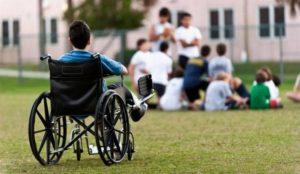 Родители детей-инвалидов будут получать компенсацию за домашнее обучение