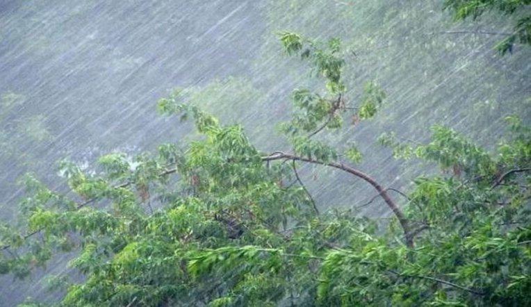 Ливни, град и страшный ветер. В Челябинской области объявили штормовое предупреждение