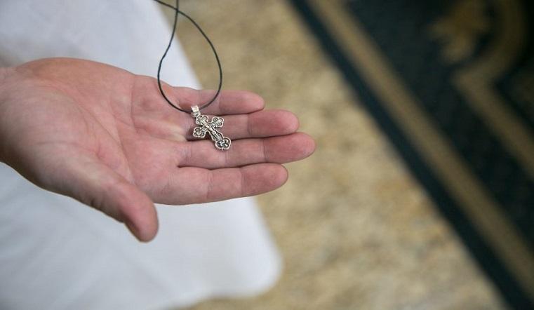 Не дарить и не брать чужой. Суеверия и приметы о нательном крестике