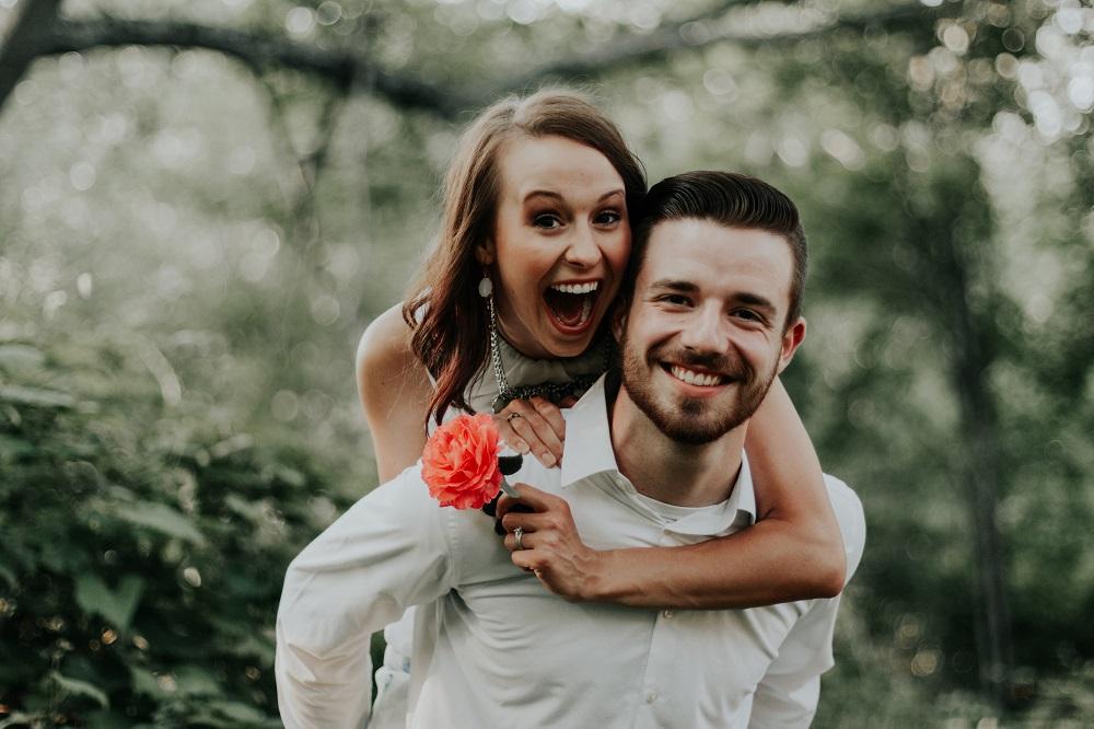 Приметы на любовь и замужество. Как встретить спутника жизни и не навлечь беду