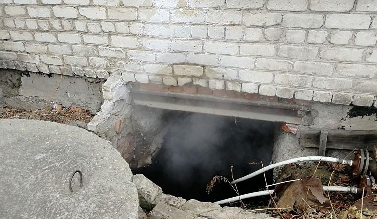Баня на улице и дома. В челябинской многоэтажке прорвало трубы с кипятком