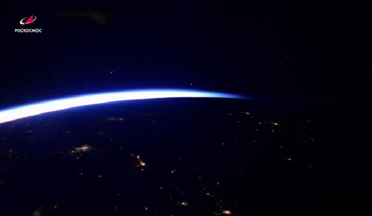 Как на ладони. Восход ярчайшей кометы засняли из космоса ВИДЕО