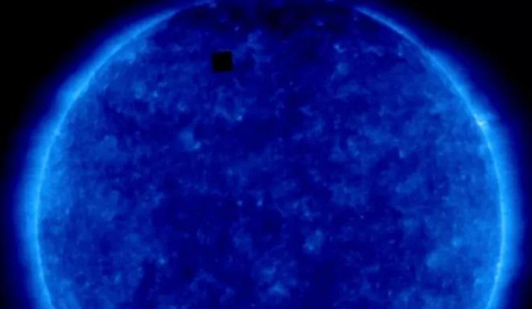 В 10 раз больше Земли. Странный объект на Солнце обсуждают любители космоса со всего мира