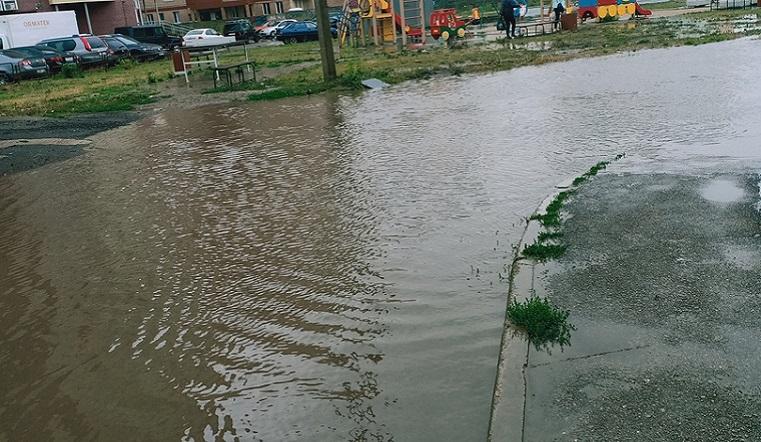 Циклон пришел. На юге Челябинской области затопило дома и дороги